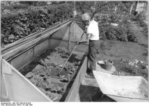 Gartenarbeit um 1982